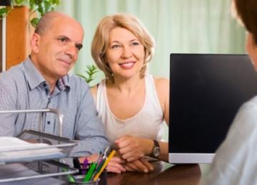 Кому повысят пенсии с 1 апреля 2020 года и на сколько: новости и изменения