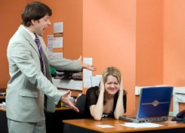 Оскорбление на рабочем месте: статья ТК РФ, что делать, образец жалобы